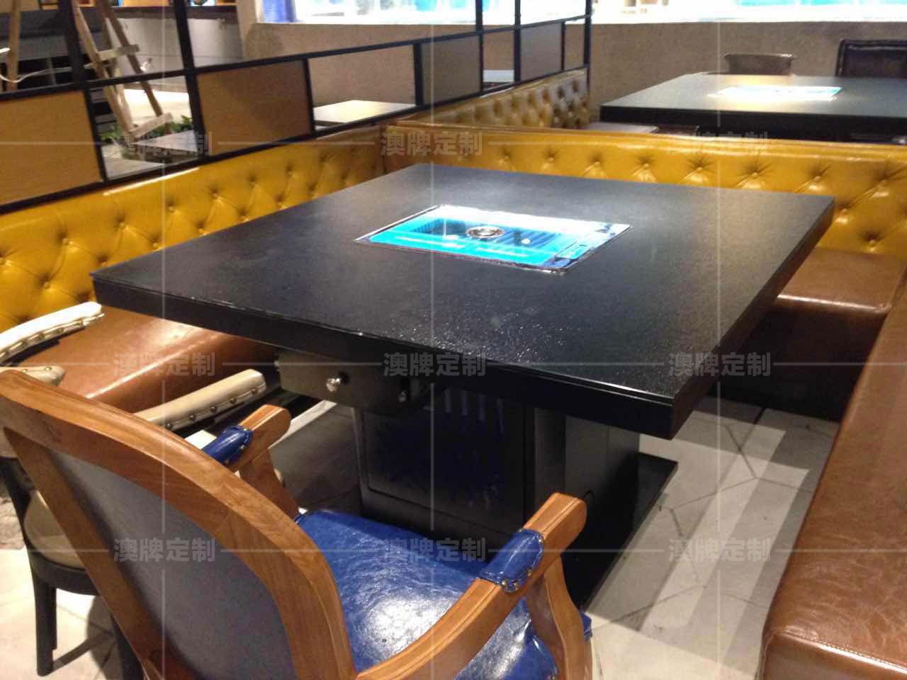 Z67B防滑玻璃类似雷竞技这种靠谱的桌+DT28下排烟烤炉.jpg